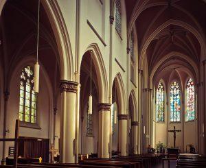 Was ist der Unterschied zwischen Katholisch & Evangelisch - Kirche