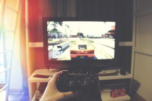 ursache schlafstörungen - abends computerspielen